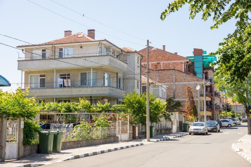 Straat in het toevluchtdorp van Ravda in Bulgarije royalty-vrije stock fotografie