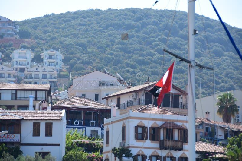 Straat in KaÅŸ met traditionele huizen, Turkije stock afbeeldingen