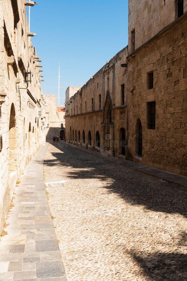Straat in medival stad van Rhodos stock foto