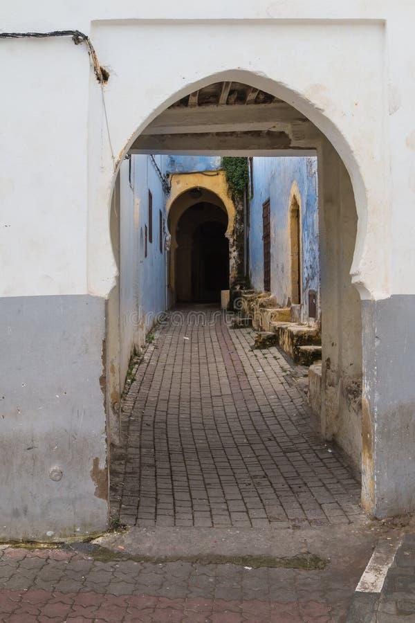 Straat met een onderdoorgang, Rabat - Verkoop, Marokko royalty-vrije stock foto