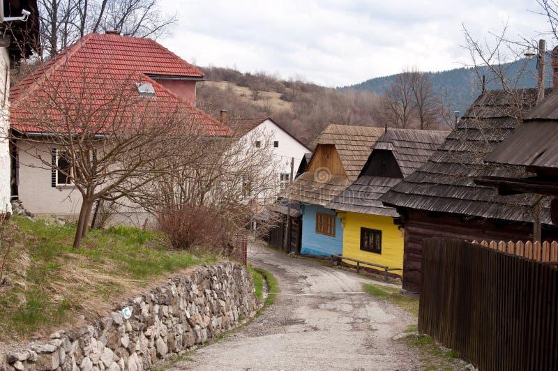 Straat met kleurrijke houten huizen stock fotografie