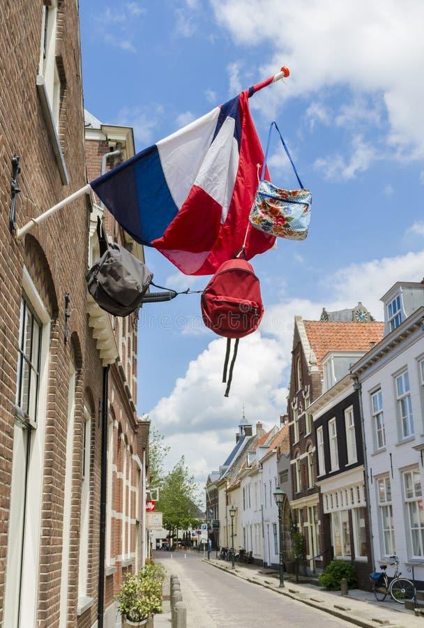 Straat met Nederlandse Vlag en Zakken royalty-vrije stock foto