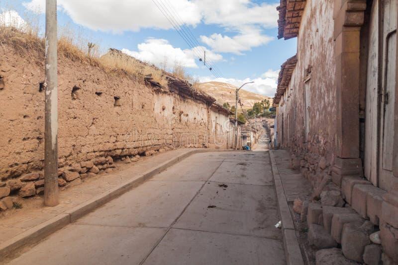 Straat met traditionele adobehuizen in Maras-dorp royalty-vrije stock fotografie