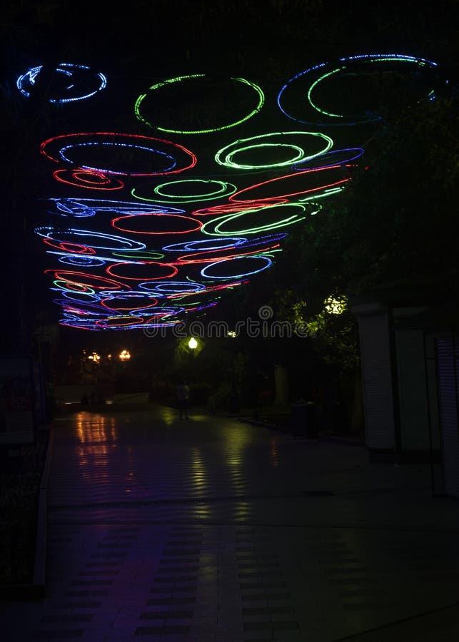 Straat met vreemde lichten royalty-vrije stock afbeelding