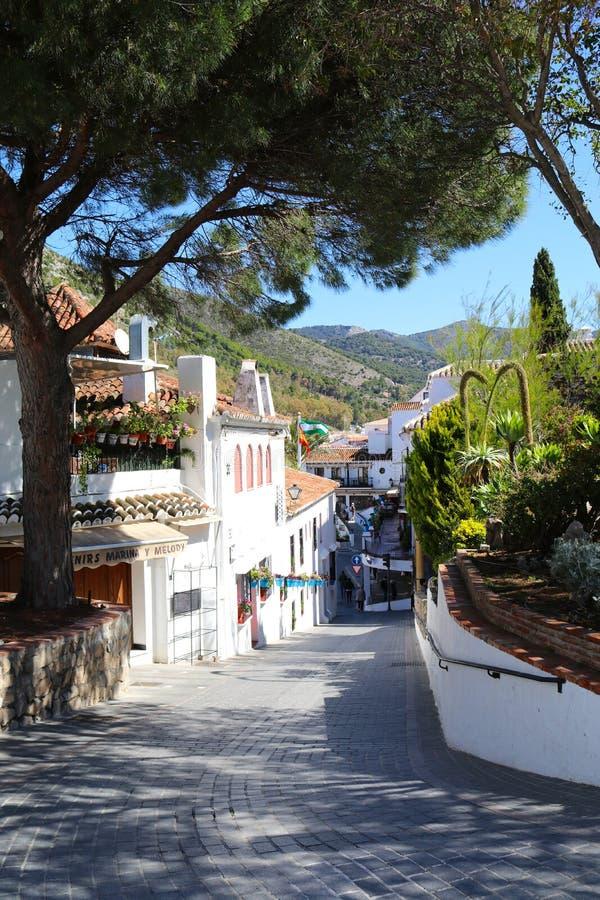 Straat in Mijas Pueblo wit dorp in Spanje royalty-vrije stock afbeeldingen