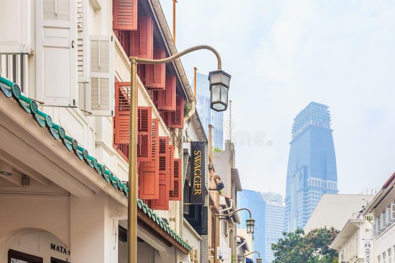 Straat in Singapore in smog stock foto's
