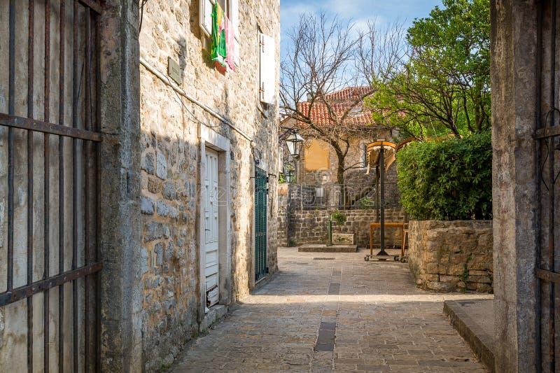 Straat van de historische oude stad van Budva royalty-vrije stock foto