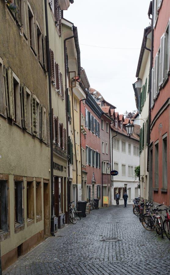 Straat van Konstanz (Constance), Duitsland bij koude regenachtige dag stock foto