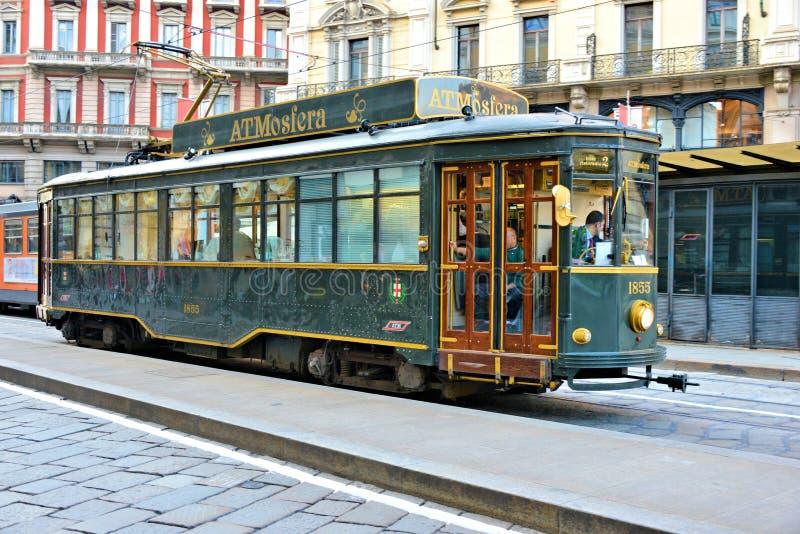 straat van Milaan met tram royalty-vrije stock foto