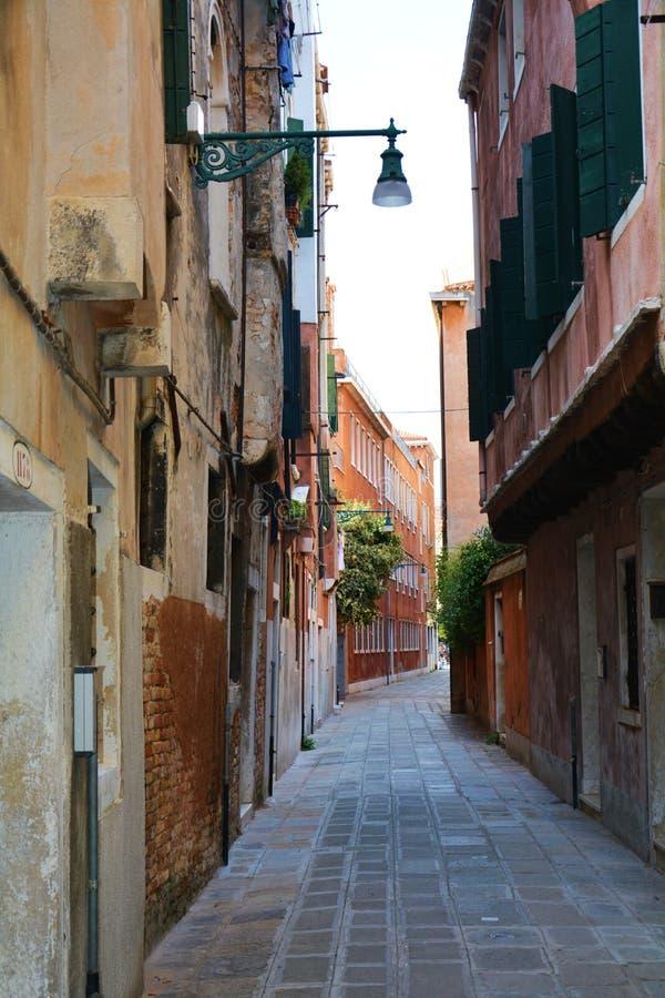 Straat in Venetië, Italië stock afbeelding