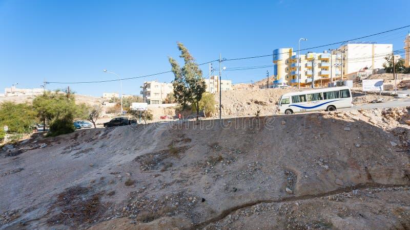 Straat in Wadi Musa-stad in de winter royalty-vrije stock afbeeldingen