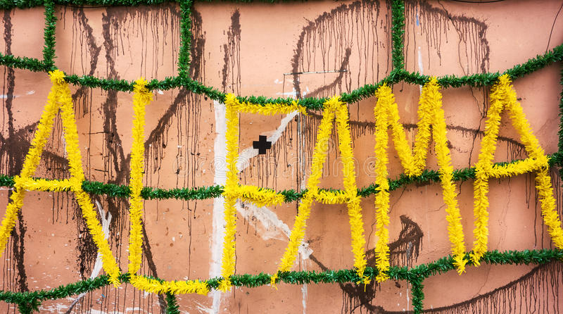 Straatdecoratie in Alfama stock foto