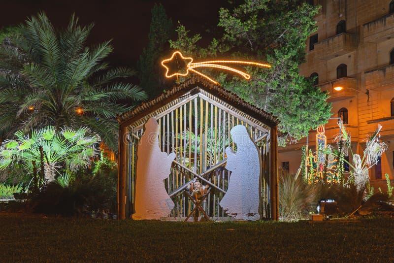 Straatdecoratie op de vooravond van Kerstmis stock afbeelding