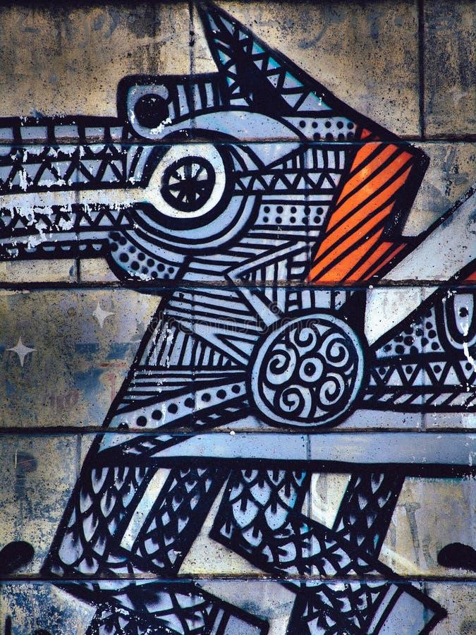 Straatgraffiti op het Keltische of Norse ontworpen paard van de openbare muursamenvatting Novi Sad Servië 08 14 2010 royalty-vrije stock afbeeldingen