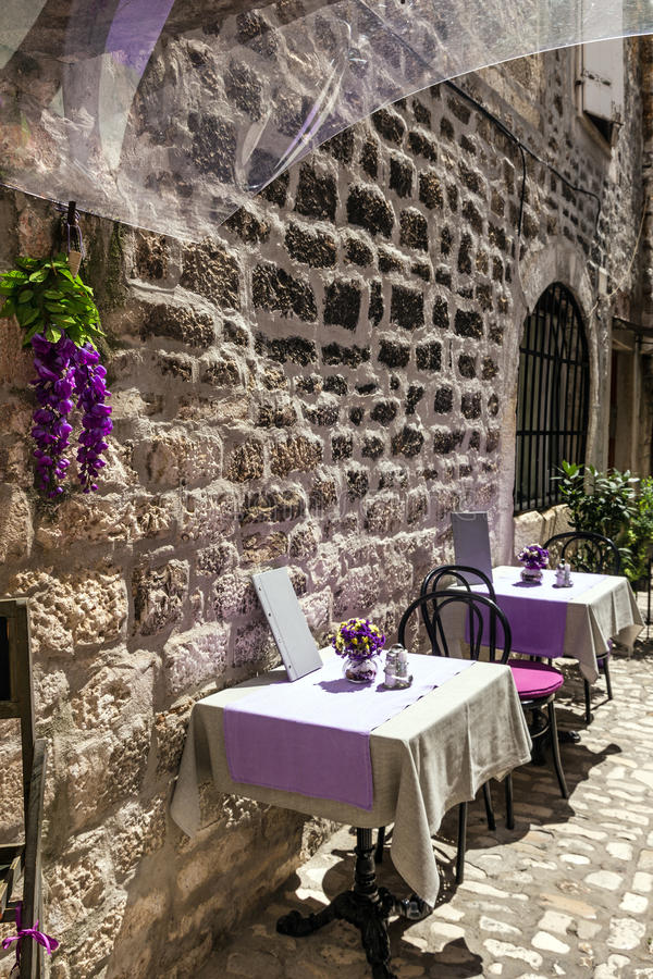 Straatkoffie, de oude stad van Trogir, Kroatië royalty-vrije stock foto