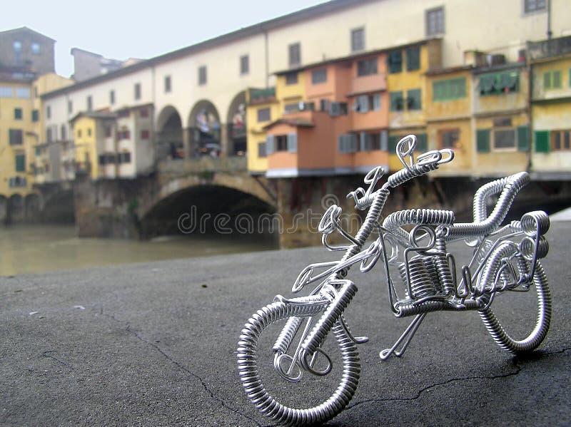 Straatkunst met fiets in Ponte Vecchio, Florence, Italië stock afbeelding