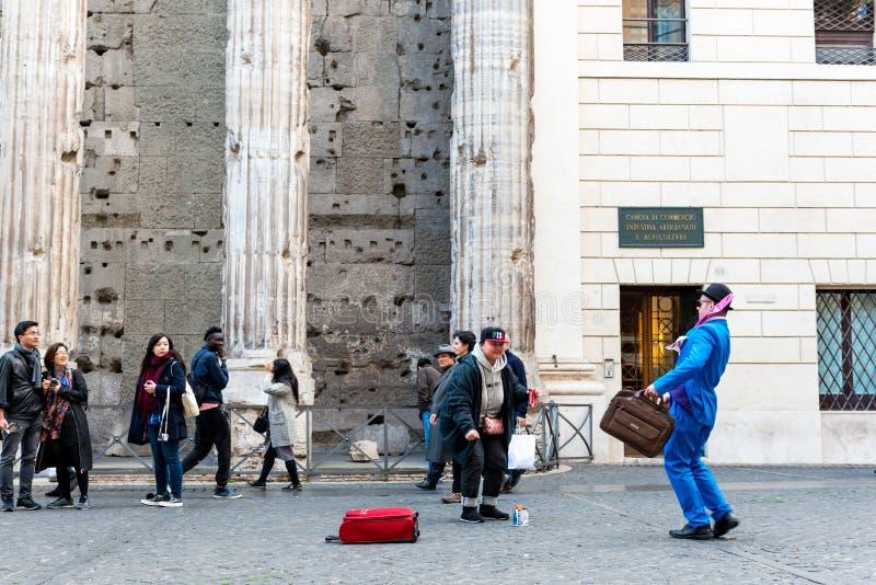 Straatkunstenaar op Piazza Di Pietra stock afbeeldingen