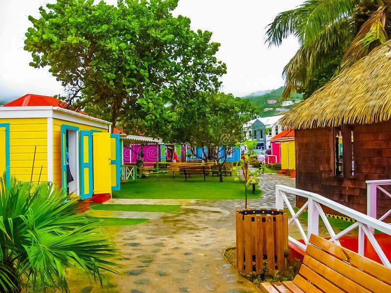 Straatlandschap van de Stad van de stadsweg in Tortola in de Caraïbische Zee royalty-vrije stock afbeeldingen
