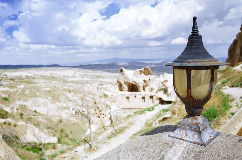 Straatlantaarn bij observatieplatform in Cappadocia stock afbeeldingen