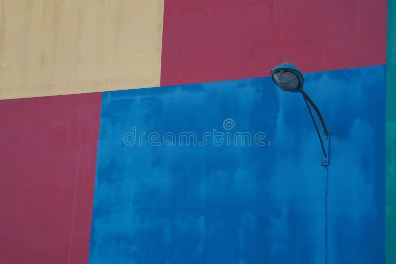 Straatlantaarn in de straat stock afbeeldingen