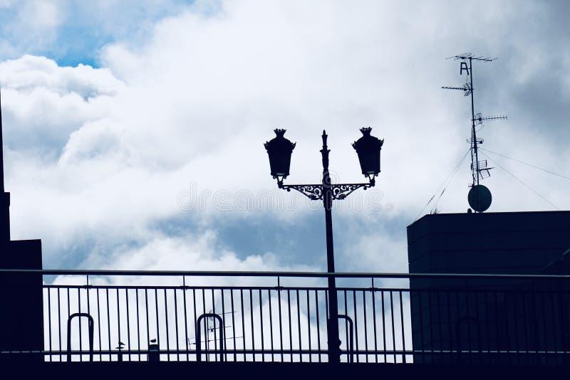 Straatlantaarn in de straat in de stad Spanje van Bilbao stock afbeeldingen