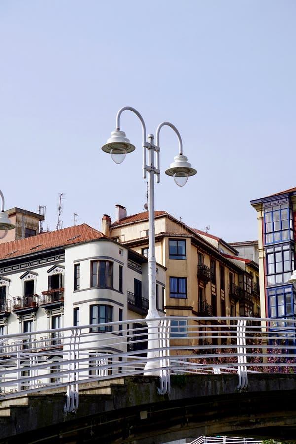 Straatlantaarn in de straat in de stad Spanje van Bilbao royalty-vrije stock afbeelding