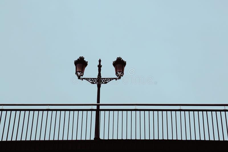 Straatlantaarn in de straat in de stad van Bilbao stock foto