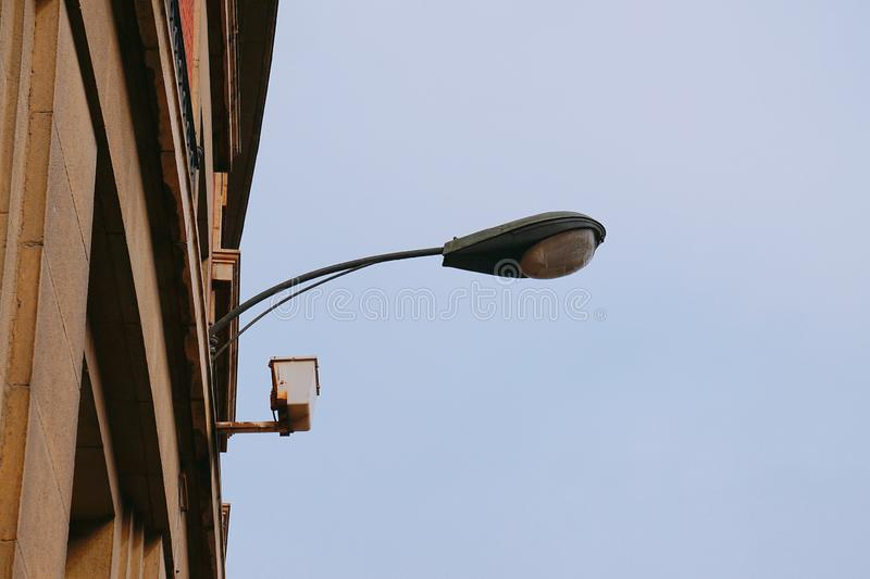 Straatlantaarn in de straat in de stad van Bilbao royalty-vrije stock foto's