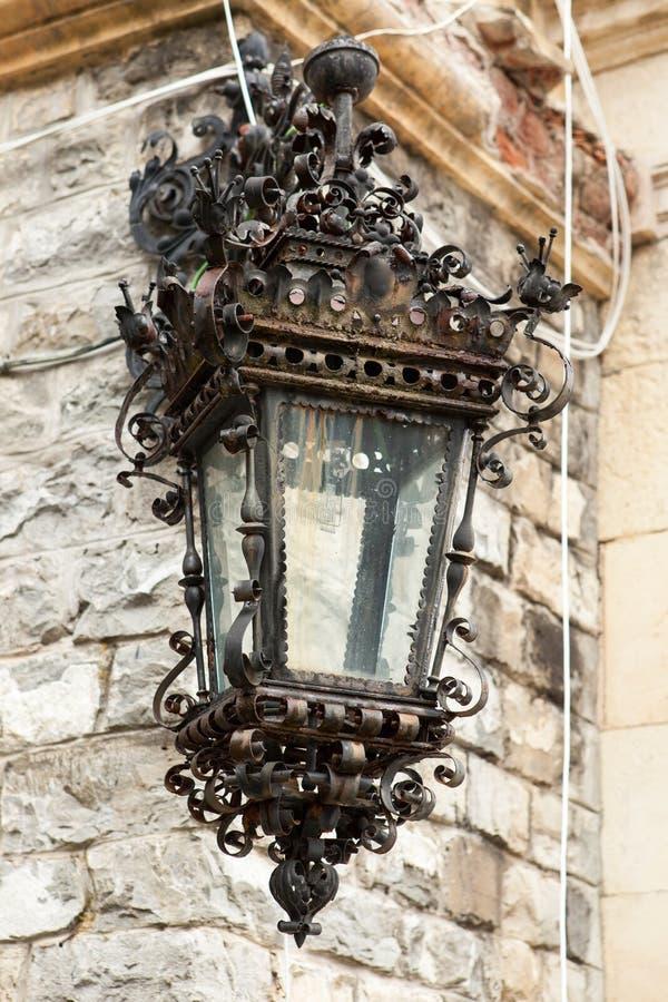 Straatlantaarn van Peles-Kasteel van Sinaia, Roemenië stock fotografie