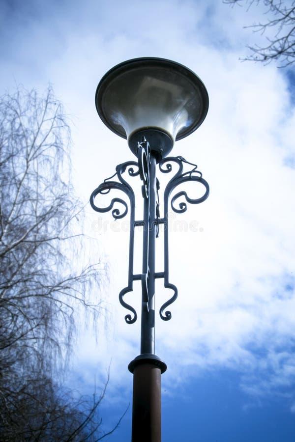 Straatlantaarnpaal met één lampzwarte royalty-vrije stock foto