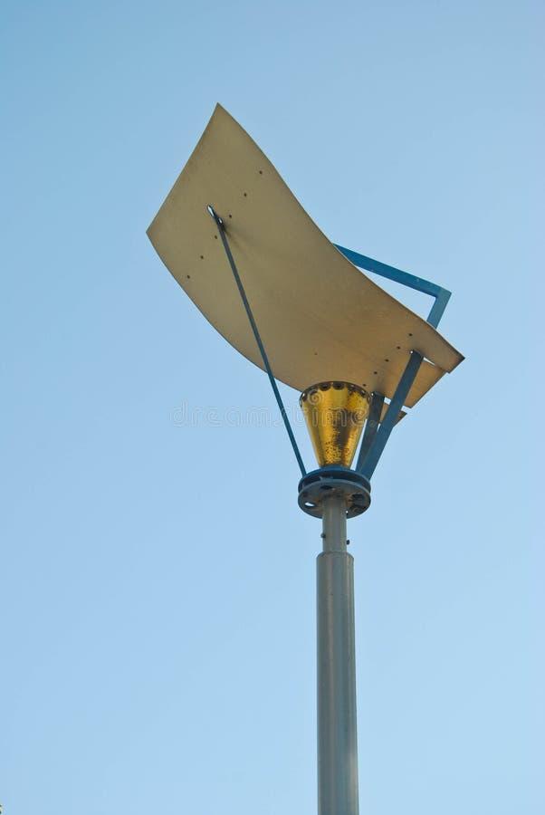 Straatlantaarnpost op blauwe hemelachtergrond royalty-vrije stock afbeeldingen