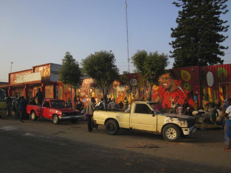 Straatmarkt bij de hoofdweg in Mozambique vector illustratie