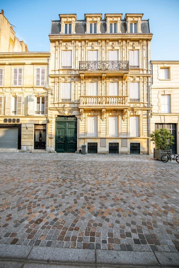 Straatmening in de stad van Reims, Frankrijk stock afbeeldingen
