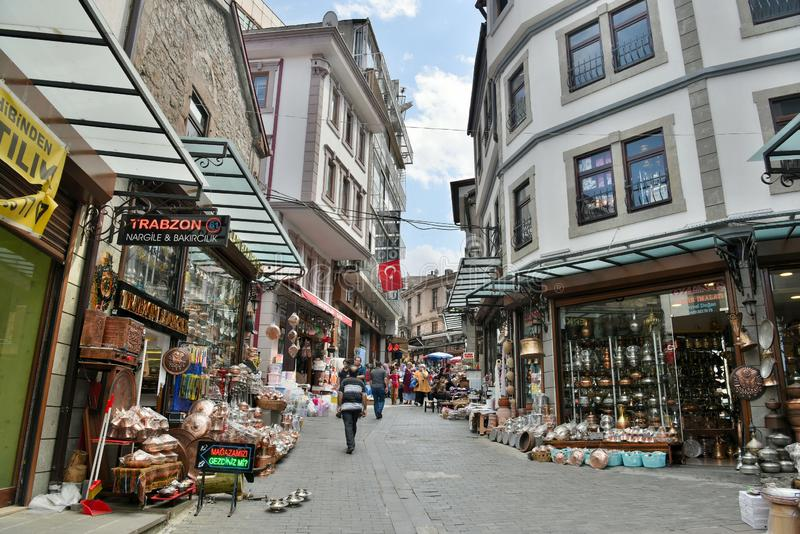 Straatmening in het bazaardistrict van Trabzon, Turkije stock afbeeldingen