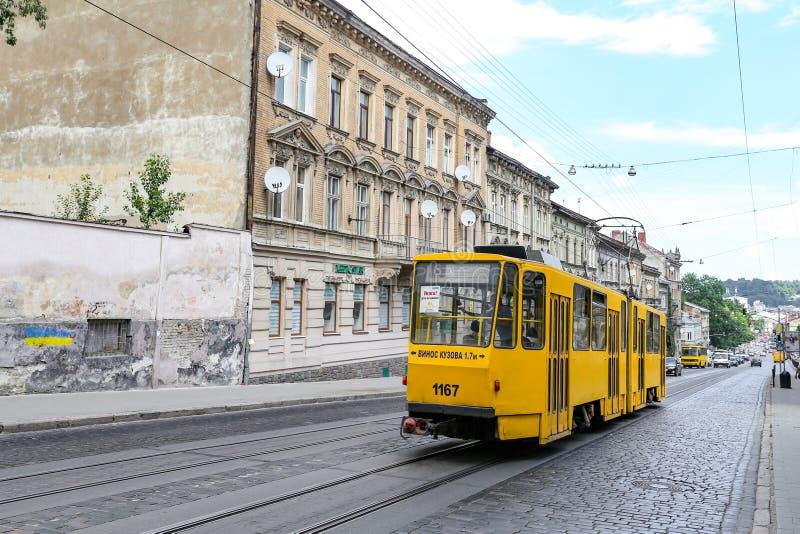 Straatmening in Lviv-Stad waar de grootste stad in de westelijke Oekraïne en de zevende - grootste stad is royalty-vrije stock foto