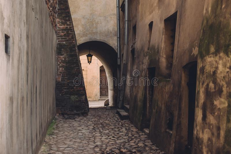 Straatmening in oud centrum van Lublin, Polen stock fotografie