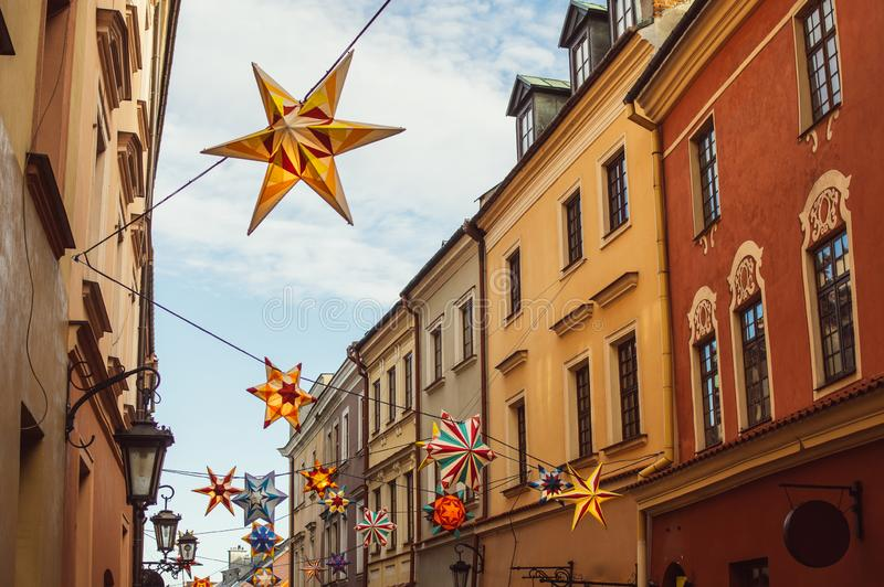 Straatmening in oud centrum van Lublin, Polen stock afbeelding