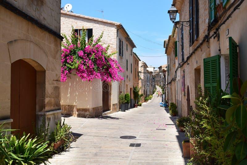 Straatmening van Alcudia op Mallorca royalty-vrije stock afbeeldingen