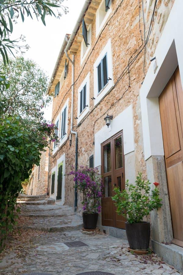 Straatmening van Fornalutx Mallorca Spanje royalty-vrije stock afbeeldingen