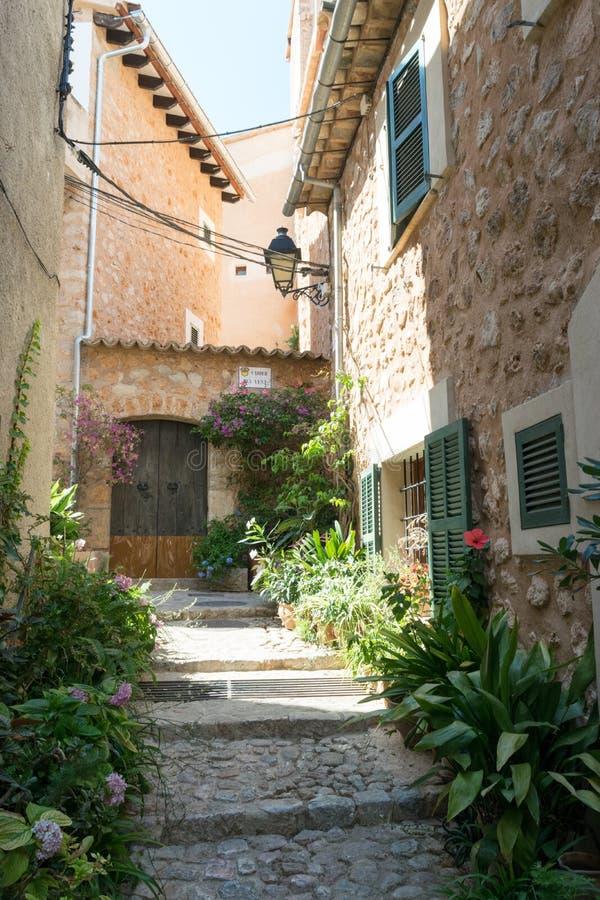 Straatmening van Fornalutx Mallorca Spanje royalty-vrije stock foto