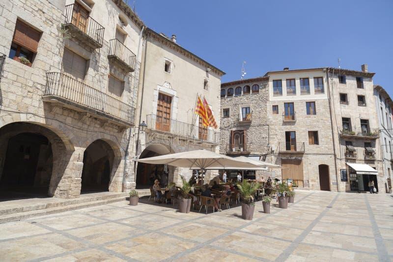 Straatmening van middeleeuws dorp van Besalu, Catalonië, Spanje stock foto
