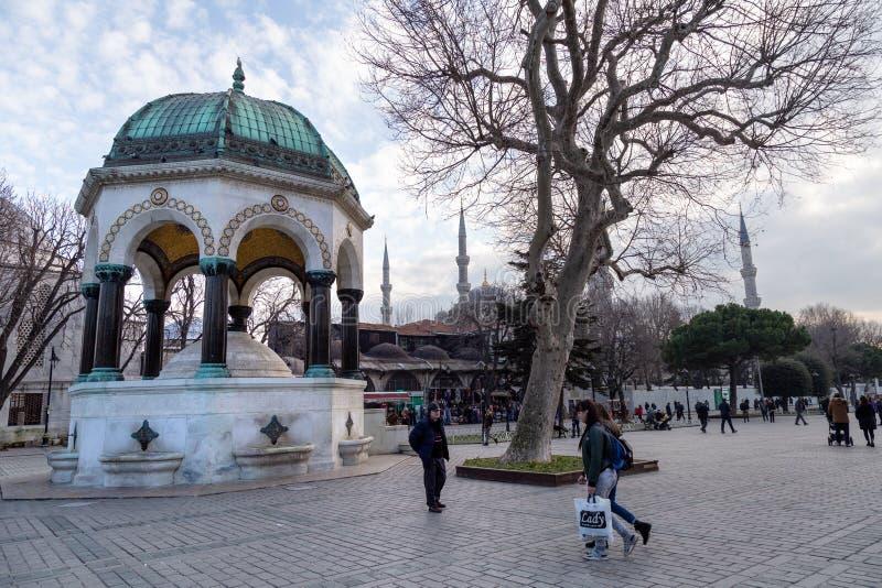 Straatmening van Sultanahmet-Vierkant Buitenlandse en lokale toeristen die de Blauwe Moskee Sultanahmet Camii en Vierkant komen z stock foto