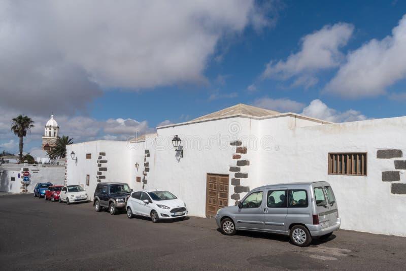 Straatmening van Teguise stad, Lanzarote Eiland, Spanje royalty-vrije stock afbeeldingen
