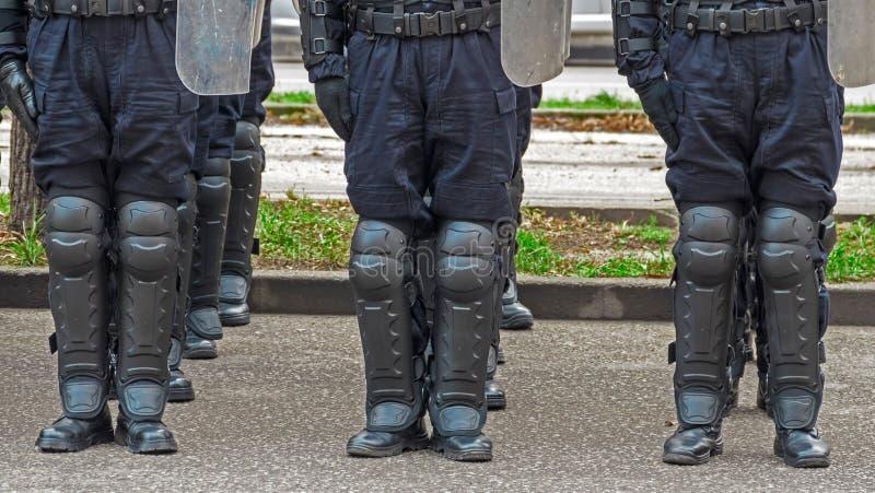 Straatpolitiemachten in groepering stock afbeelding