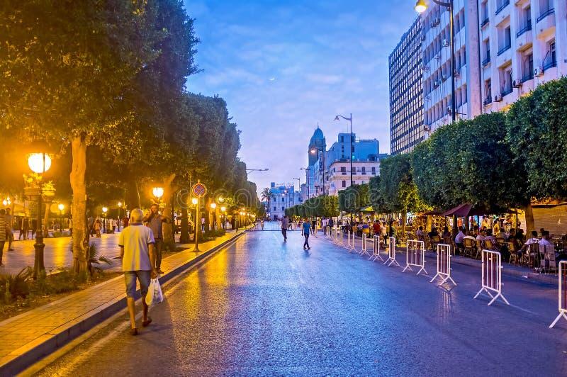 Straatrestaurants in Habib Bourguiba Avenue in Tunis royalty-vrije stock afbeeldingen