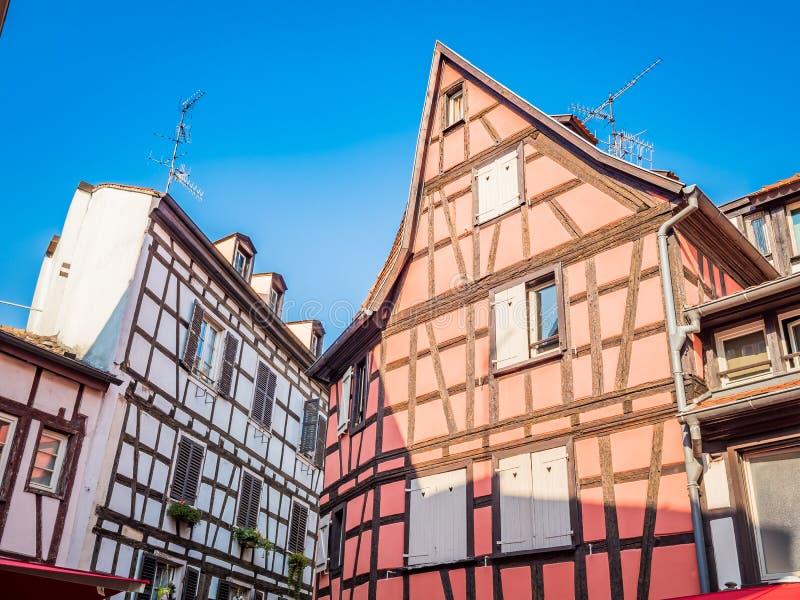 Straatsburg, Frankrijk - Gezellig ouderwetse betimmerde huizen in La Petite France in de middeleeuwse fairytale oude stad van Str stock fotografie