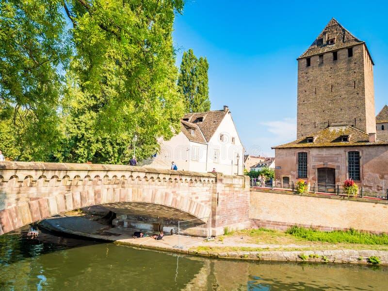 Straatsburg, Frankrijk - Schilderachtige kanalen in La Petite France in de middeleeuwse fairytale oude stad van Straatsburg stock afbeelding