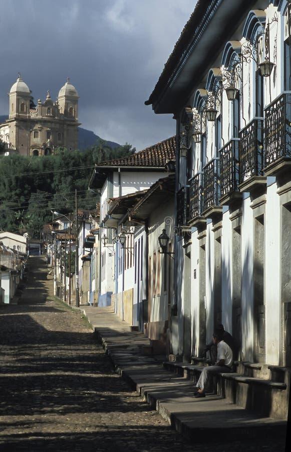 Straatscène in Mariana, Minas Gerais, Brazilië royalty-vrije stock afbeelding