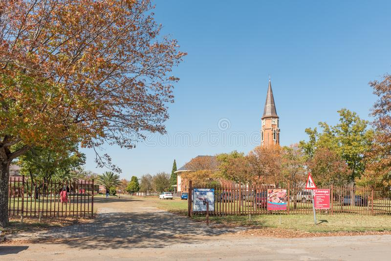 Straatscène, met de Nederlandse Opnieuw gevormde Moederkerk, in Bethal stock afbeeldingen