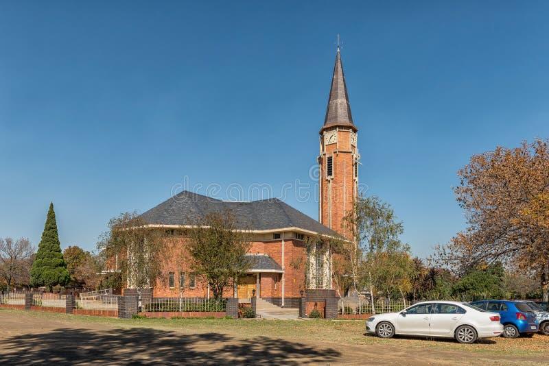 Straatscène, met de Nederlandse Opnieuw gevormde Moederkerk, in Bethal stock foto's